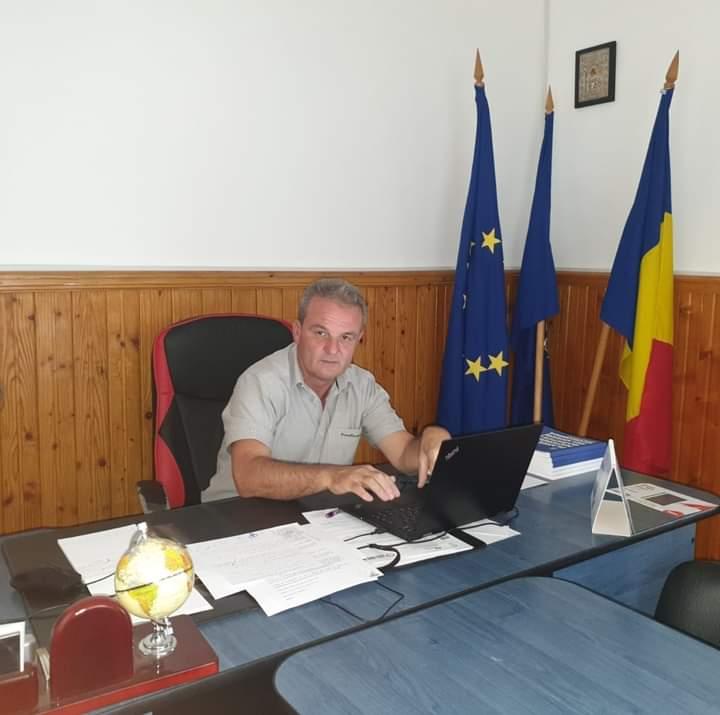 <span class='titlu3'>PRIMAR LA SAT</span> Performanță în administrația publică locală prin proiecte de succes a primarului comunei Jijila din județul Tulcea, Costică Deacu